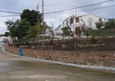 Muro de la plaza de la calle Españares